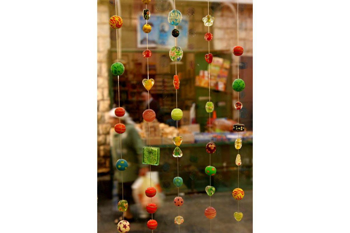 עיצוב חנות מתנות בשוק מחנה יהודה