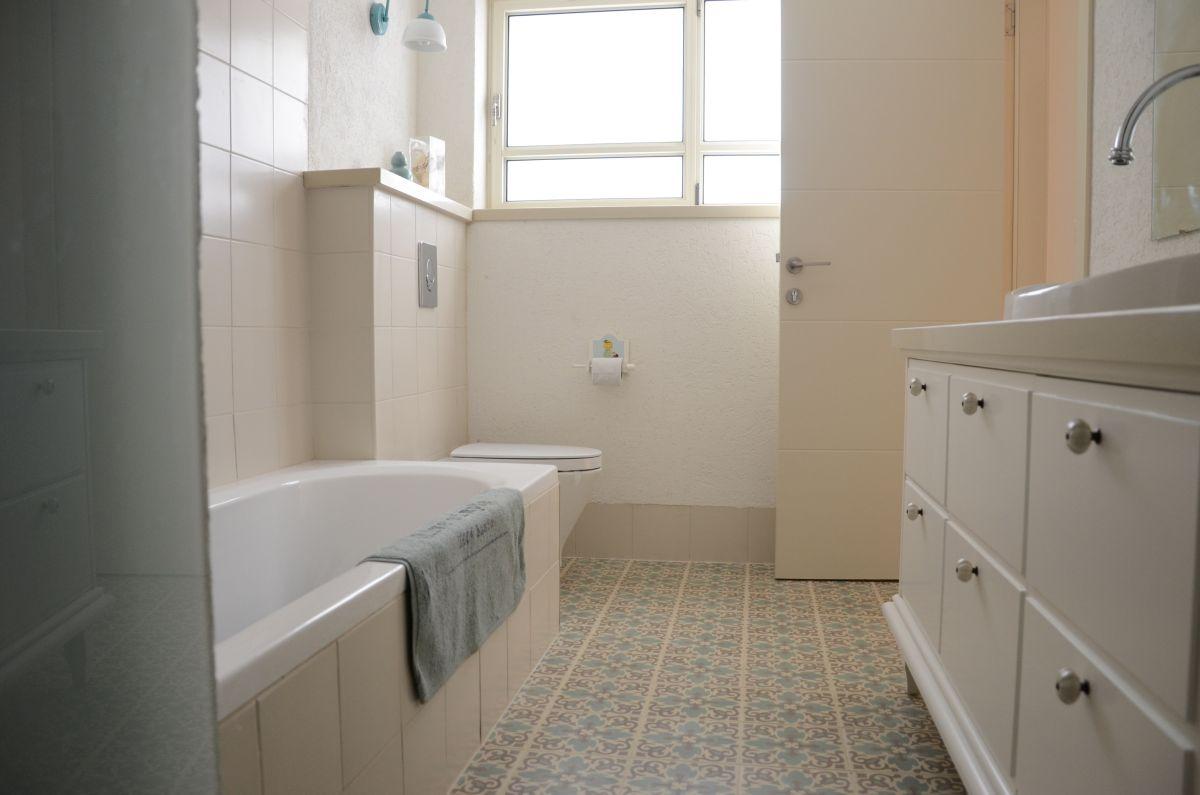 אמבטיה מעוצבת בסגנון כפרי