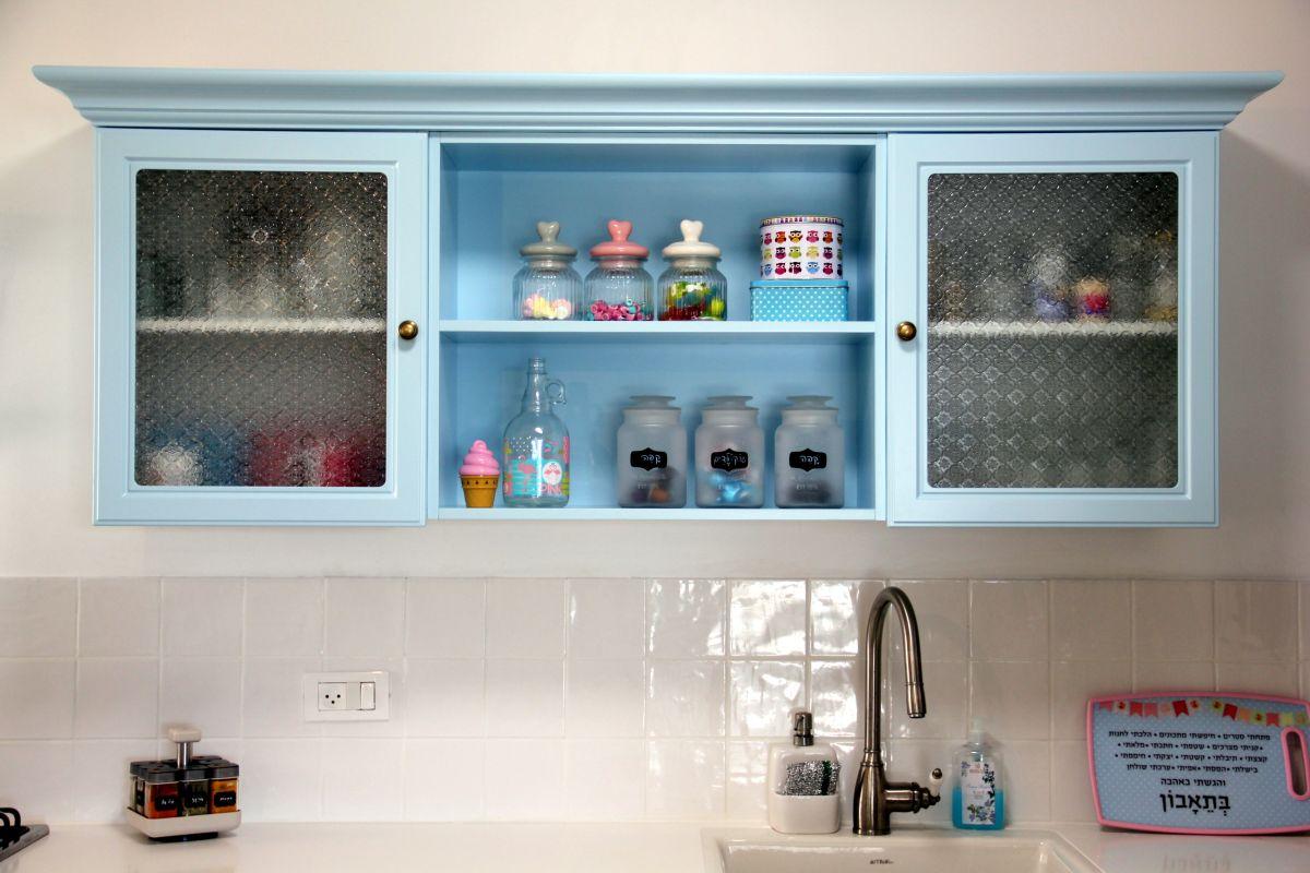 ארון תכלת במטבח